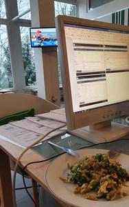 Multitasking: Seminar-Unterlagen erstellen, Mittagessen und Biathlon-WM :-)